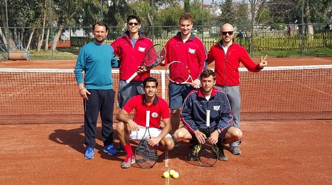 GAÜ Tenis takımı başarıya doymuyor