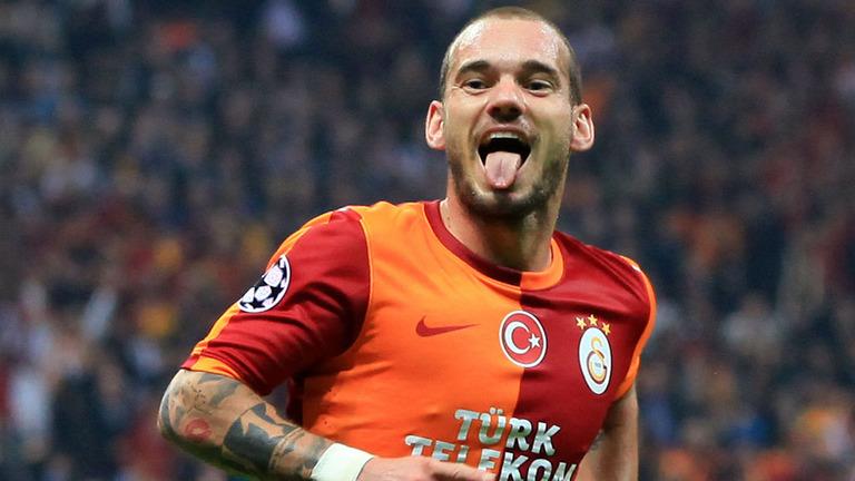 G.Saray'da skandal! Hocayı Sneijder'e sormuşlar