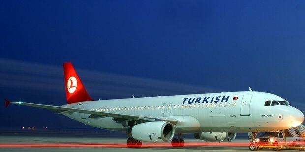 Evli iki yolcu sorun çıkardı, THY uçağı geri döndü
