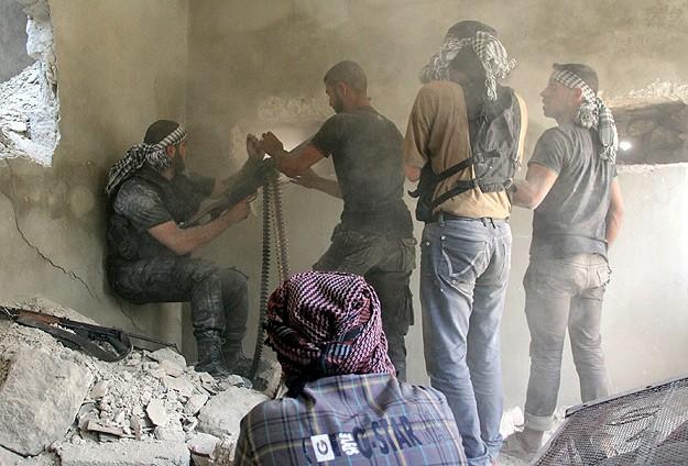Halep'te şiddetli çatışmalar yaşanıyor