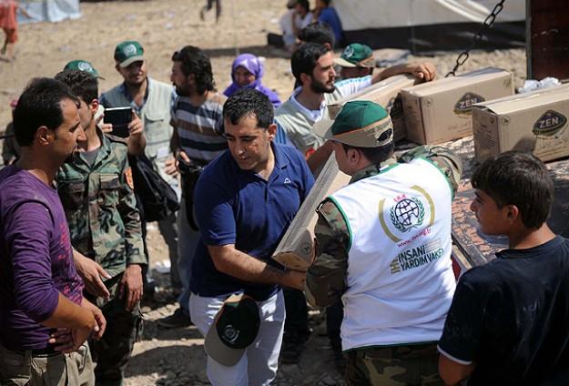 İHH'dan Irak'a sığınan Suriyeli Kürtlere yardım