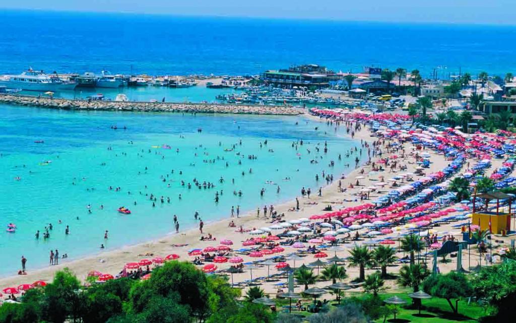 Güney Kıbrıs'ta 57 Plaja Mavi Bayrak