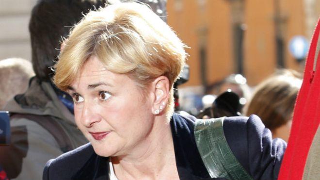 İtalya'da bakanı istifa ettiren skandal hükümeti sarsıyo