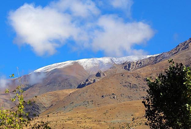 Erzincan'a mevsimin ilk karı yağdı