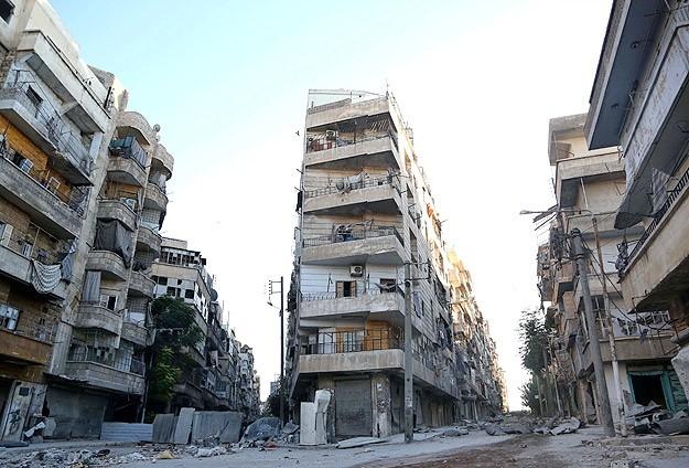 Halep'te iki gündür silah ve bomba sesleri azaldı