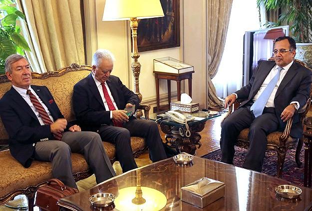 CHP heyeti Mısır Dışişleri Bakanı Fehmi ile görüştü