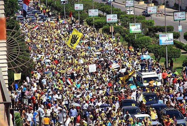 Darbe karşıtları Rabiatul Adeviyye Meydanı'na yürüdü