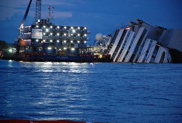 Costa Concordia'nın enkaz kaldırma operasyonu başladı