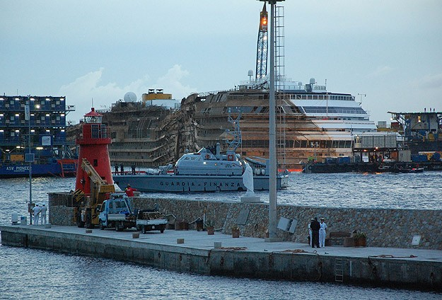 Costa Concordia gemisi doğrultuldu
