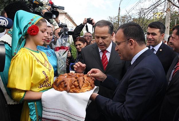Başbakan Yardımcısı Bozdağ'a ekmek ve tuz ikramı