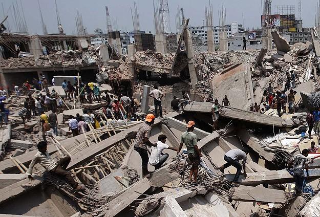 Hindistan'da çok katlı bina çöktü