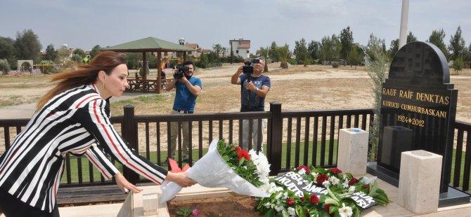 Pashayeva, kurucu liderlerin mezarlarını ziyaret etti