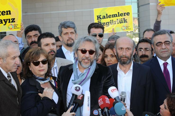 Dündar'a 25, Gül'e 10 yıl hapis istemi