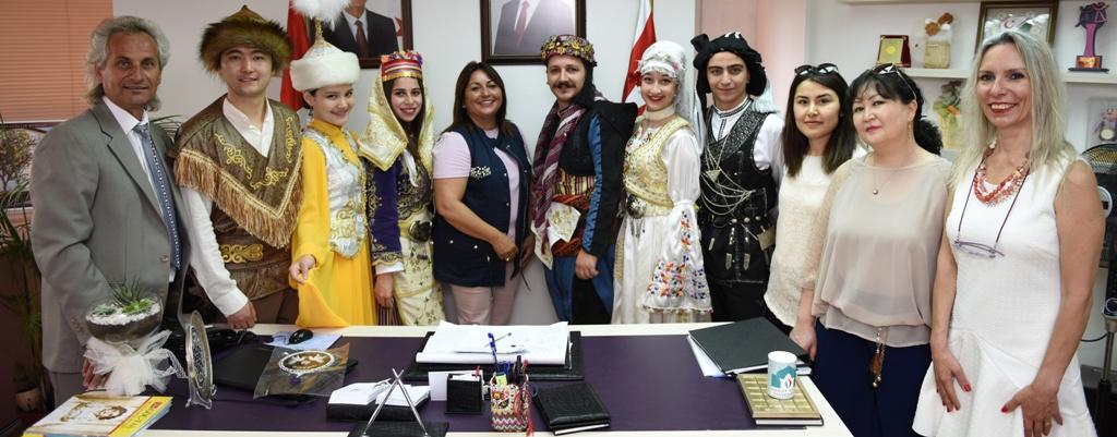 Festivale katılan topluluklar, Düzgünü'ü ziyaret etti