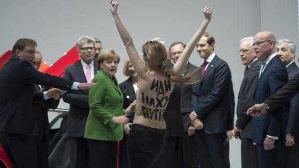 FEMEN'in hedefi yine Merkel