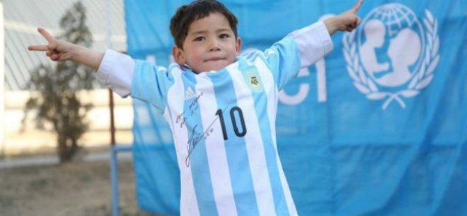 'Poşet formalı Messi' ülkesini terk etmek zorunda kaldı