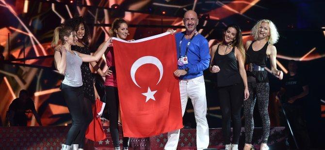 Türk bayrağı Eurovision sahnesine taşındı