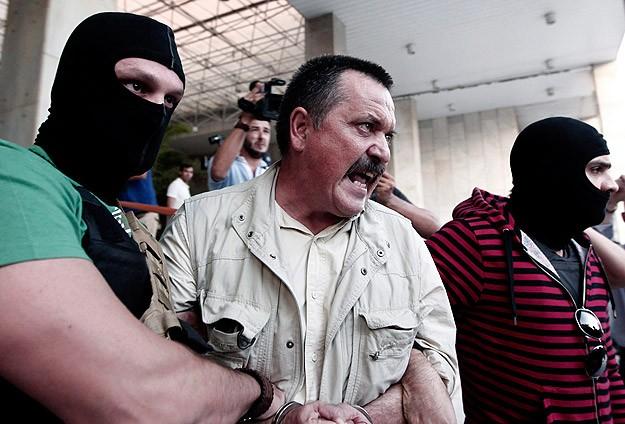 Altın Şafak'ın iki numarası tutuklandı