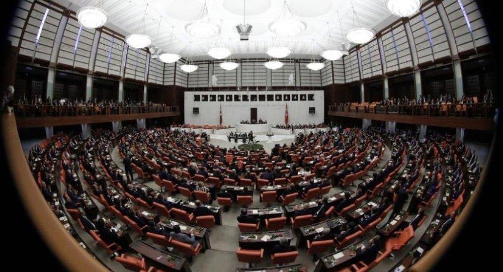 Türkiye'de 'Kölelik Yasası' Meclisten geçti