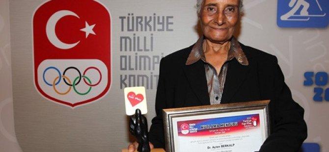 Dr. Ayten Berkalp, Türkiye Milli Olimpiyat Komitesi tarafından Fair Play ödülüne layık görüldü.