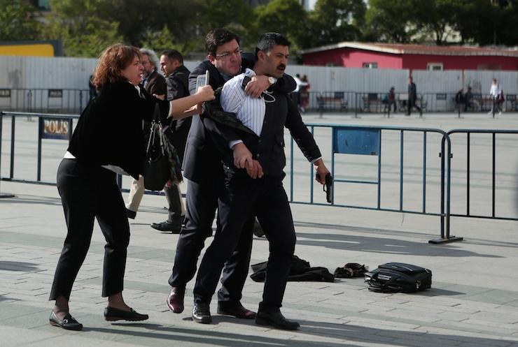 Dündar'a saldırının yeni görüntüleri