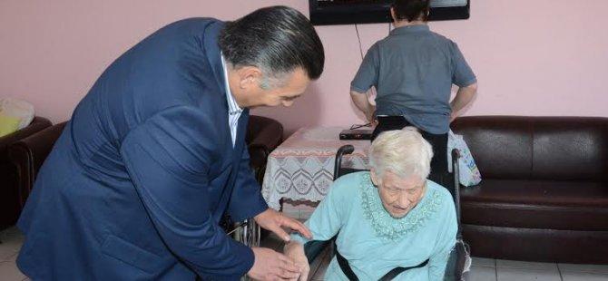 Alanlı anneler günü'nü halk vakfı yaşlılar sitesi'nde geçirdi