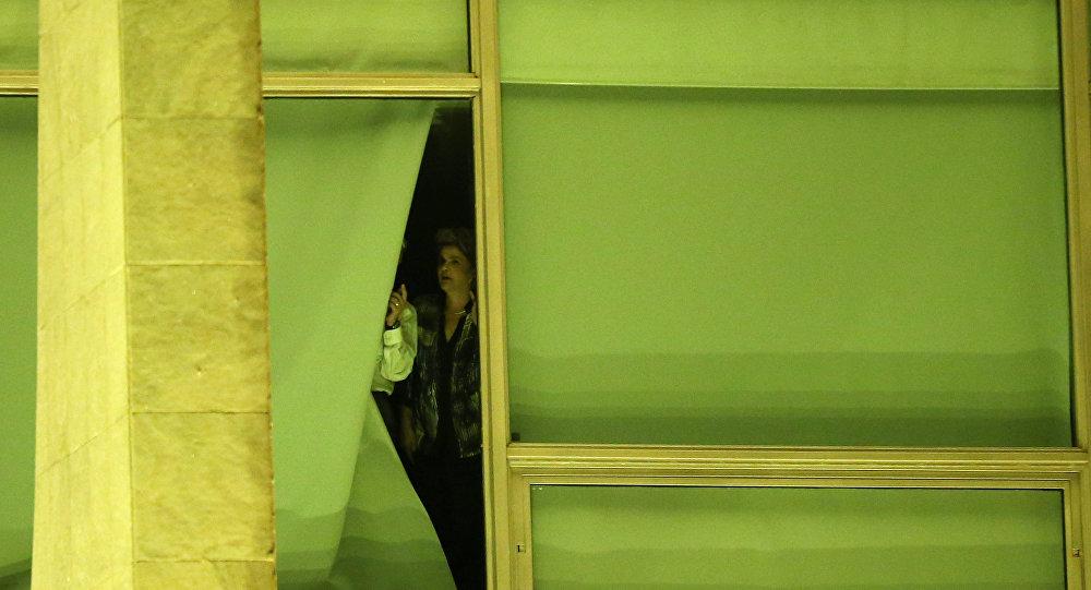 Brezilya lideri Rousseff, eşyalarını toplama başladı