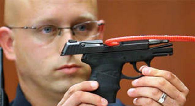 Cinayet silahını açık artırmaya çıkardı