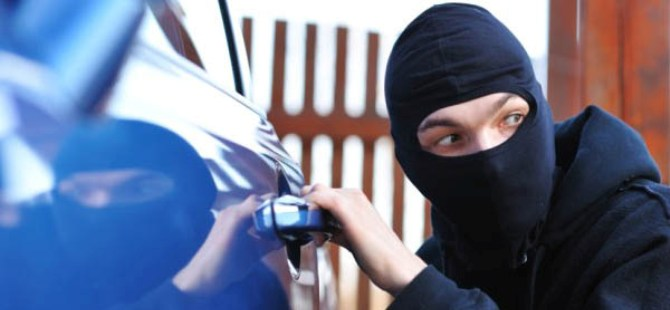 Mağusa'da araba hırsızlığı: Yetmedi arabayı sattılar da!