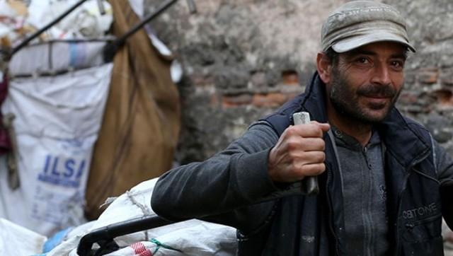 5 dil bilen Suriyeli kağıt toplayıcısına iş teklifi yağıyor!