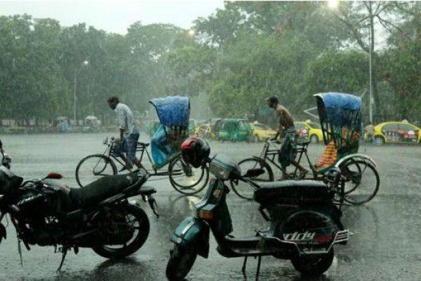Bangladeş'te iki günde 50'den fazla kişi yıldırım çarpmasından öldü