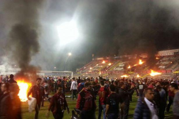 Eskişehir'de taraftar stadı ateşe verdi