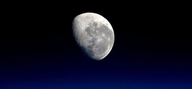Ay, başını alıp gidebilir