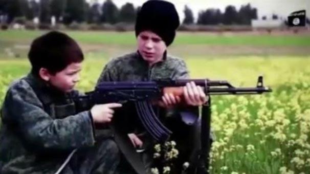 IŞİD, iki Suriyeli esiri Fransız çocuklara infaz ettirdi