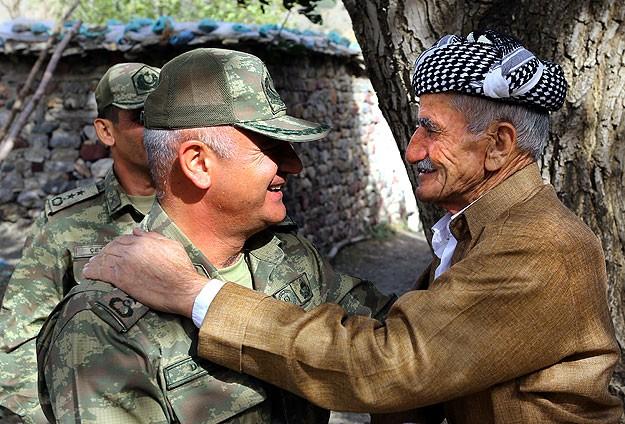 Hakkari'de Mehmetçik-halk kardeşliği
