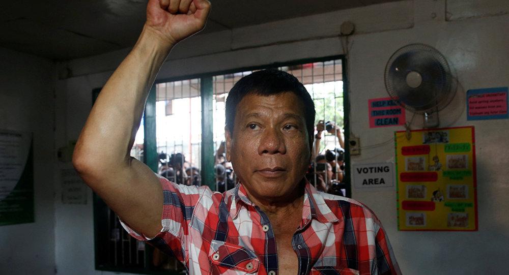 Filipinler'in yeni devlet başkanı yatı sattı: İnsanlar açken ayıp!