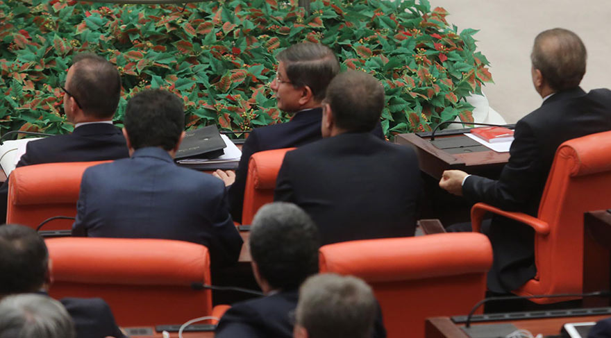 Başbakan Davutoğlu'ndan dikkat çeken hareket