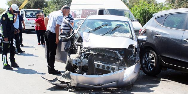 Girne'de akılalmaz kaza: 4 araca çarptı!