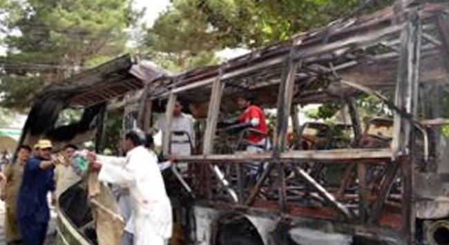 Üniversiteli kız öğrencilerin otobüsüne saldırı