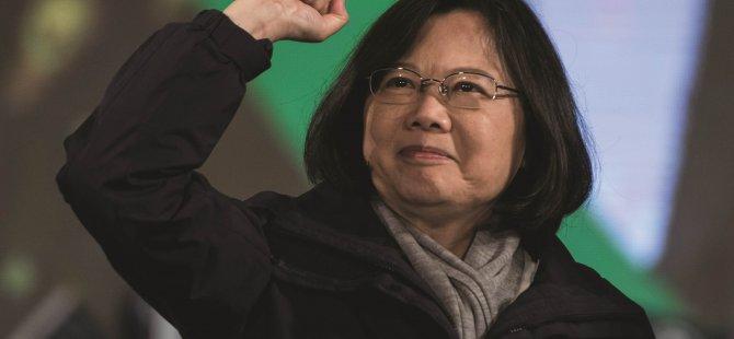 Tayvan'ın ilk kadın cumhurbaşkanı görevi devraldı