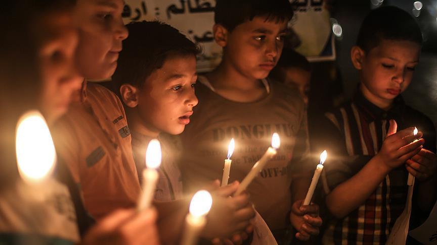 Gazze'de mumlu protesto: Bizi görün!