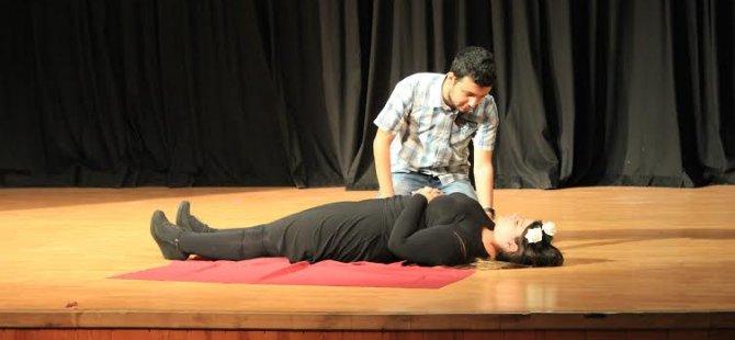YDÜ, 'İkinci İngiliz Dili ve Edebiyatı Tiyatro Günü' düzenlendi