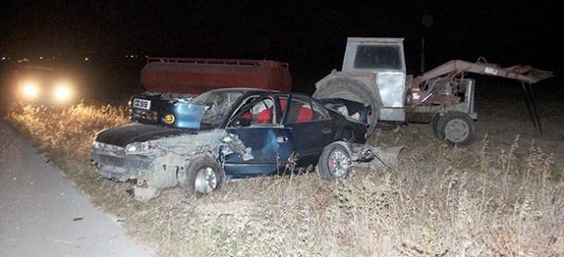 2 araç ve 1 traktör bir birine girdi: 3 yaralı!