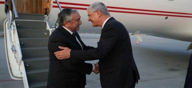 Akıncı Erdoğan'ın özel uçağı ile İstanbul'a uçtu