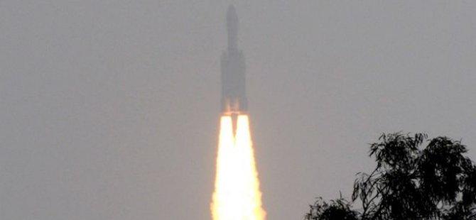 Hindistan, mini uzay mekiğini uzaya fırlattı