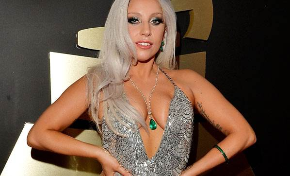 Lady Gaga yürek hoplattı!