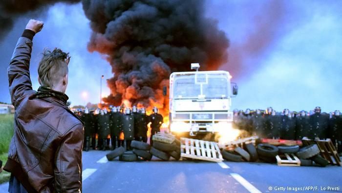 Fransa'da grevler yayılıyor