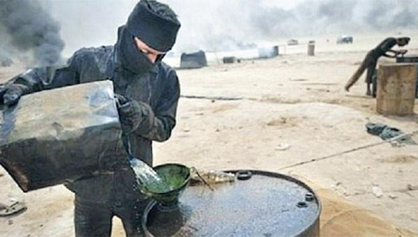 Rus basını: 'Rus hava güçleri, Suriye'den Türkiye'ye petrol kaçakçılığını sona erdirdi'