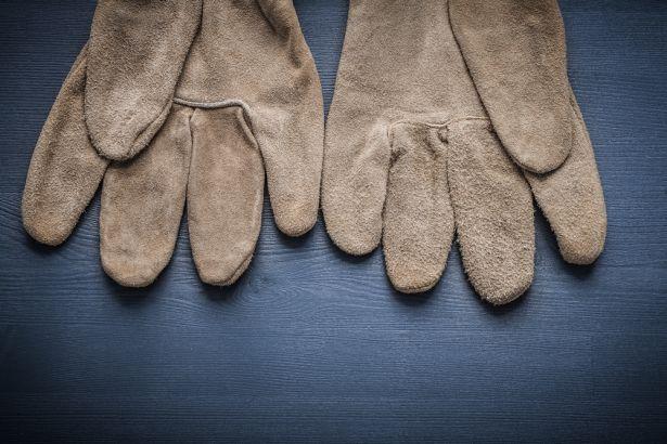 Eldiven reklamında insanlıktan çıkıldı: Mülteci toplayan eldiven