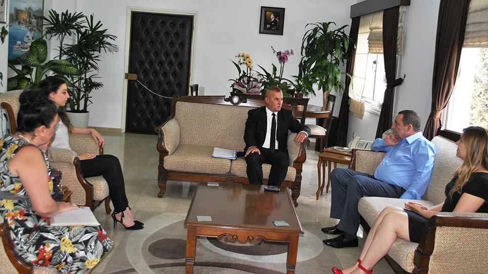 Uyuşturucu ile 'mücadele' komisyonu Denktaş'ı ziyaret etti